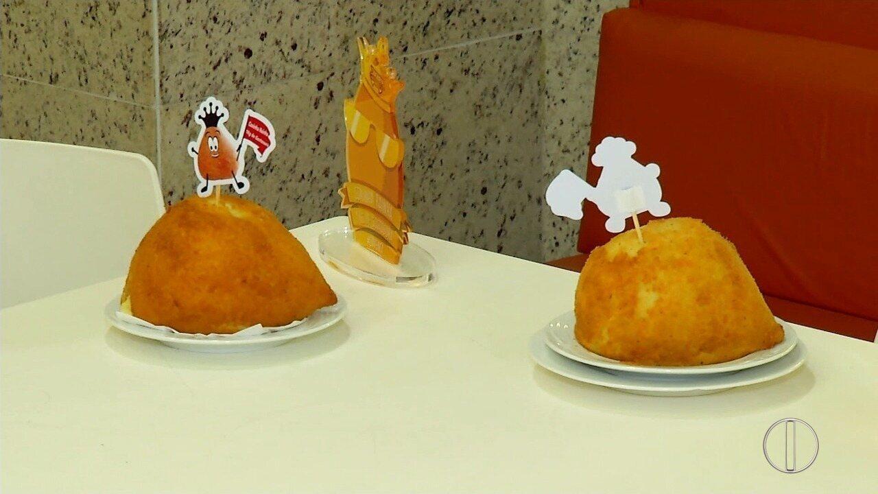 Sabores e Bastidores: Flávio Flarys é desafiado a comer uma Coxinha de 1kg