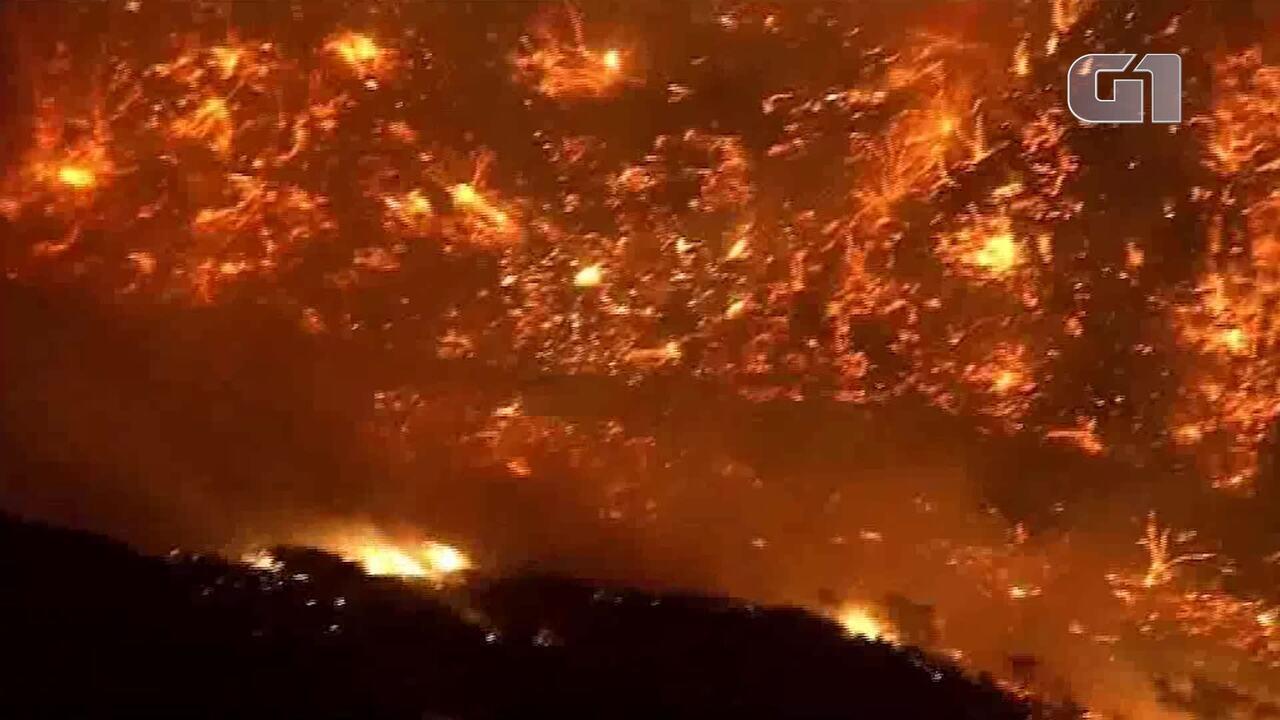 Crescente incêndio ameaça residências em Los Angeles Estados Unidos