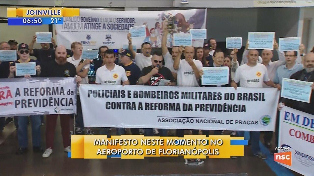 Sindicatos protestam contra a reforma da Previdência no aeroporto de Florianópolis