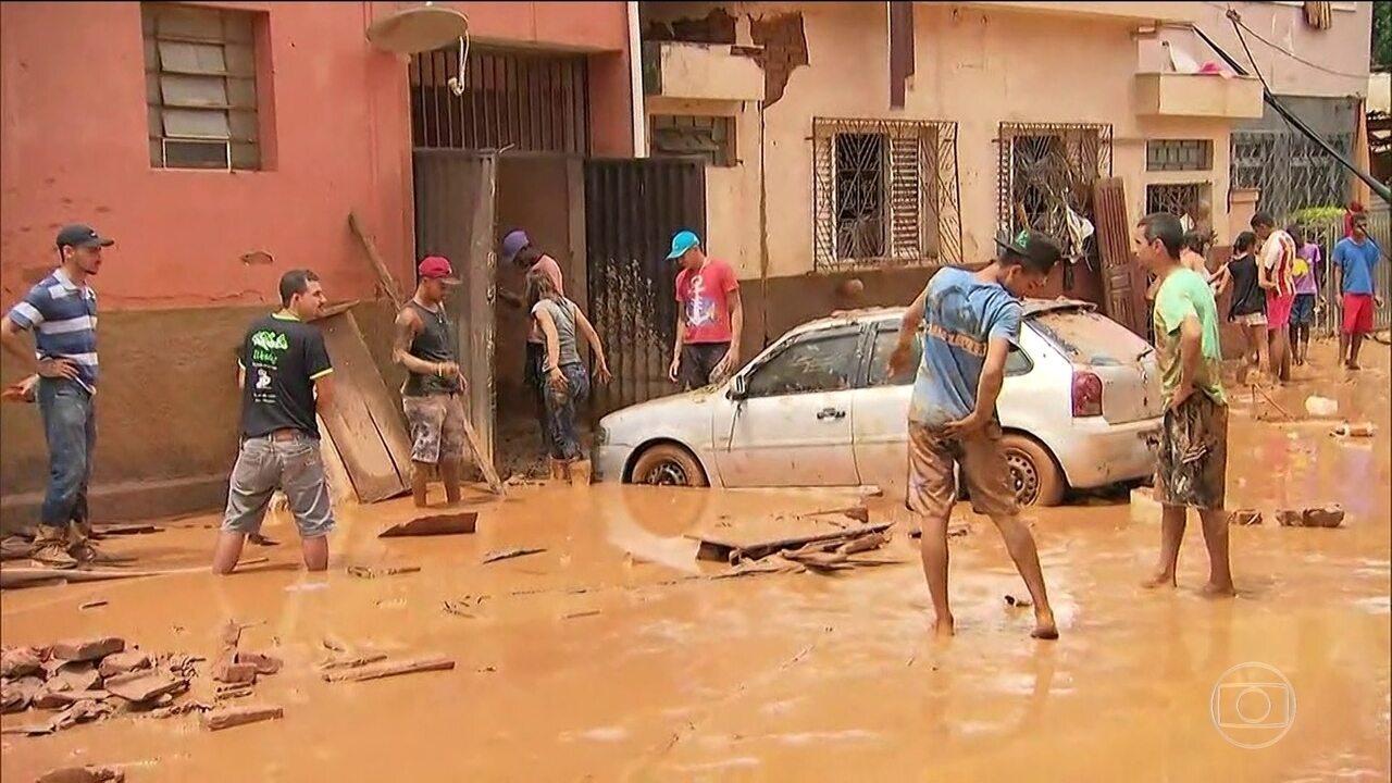 Quatro pessoas morreram e três ainda estão desaparecidas por causa da chuva em Minas