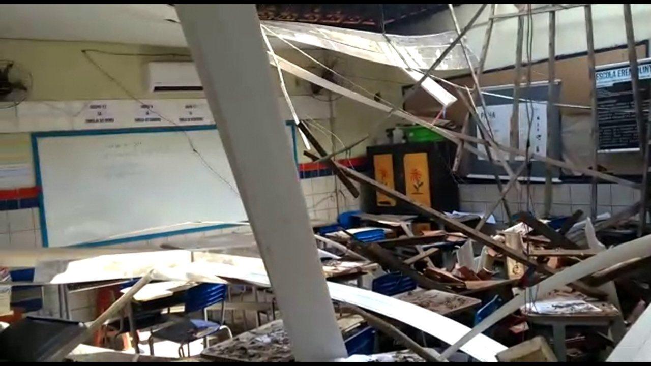 Vídeo mostra situação de sala de aula após queda de telhado