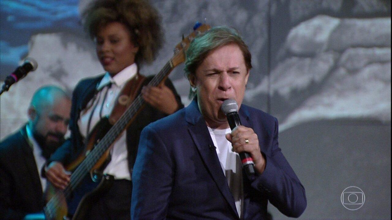 Tom Cavalcante cantou no 'Conversa com Bial' de terça -feira