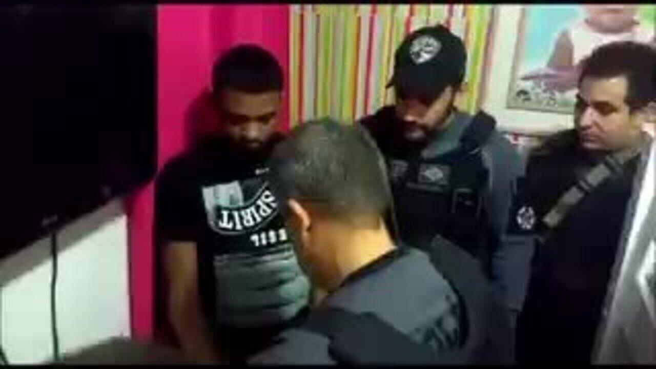 Imagens mostram momento que Rogério 157 é algemado por policiais