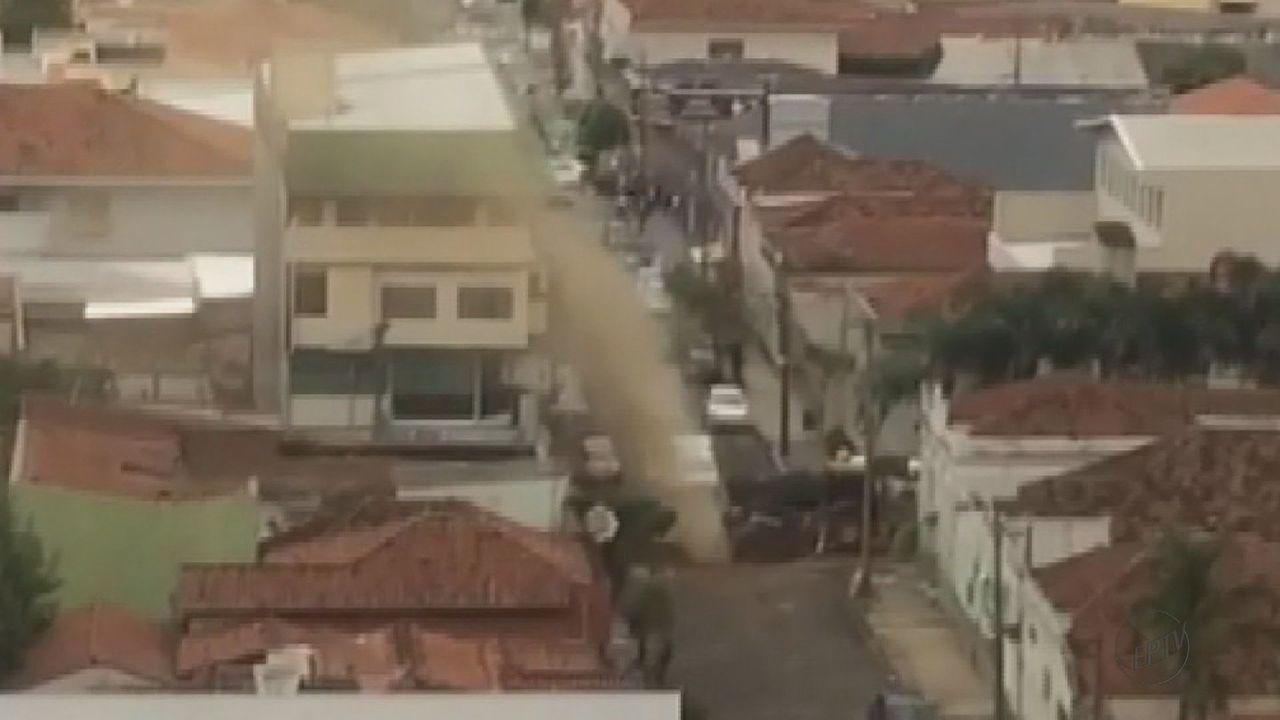 Tubulação de gás explode no Centro de São Carlos, SP
