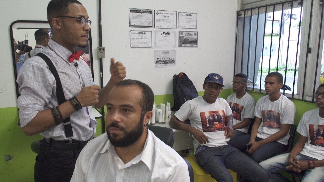 Duque dos Cortes ensina ofício de barbeiro a jovens da Liberdade