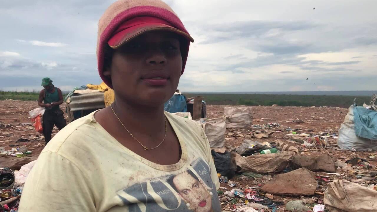 Jailda Teles, 24, conta como começou a trabalhar no lixão da Estrutural, aos 16