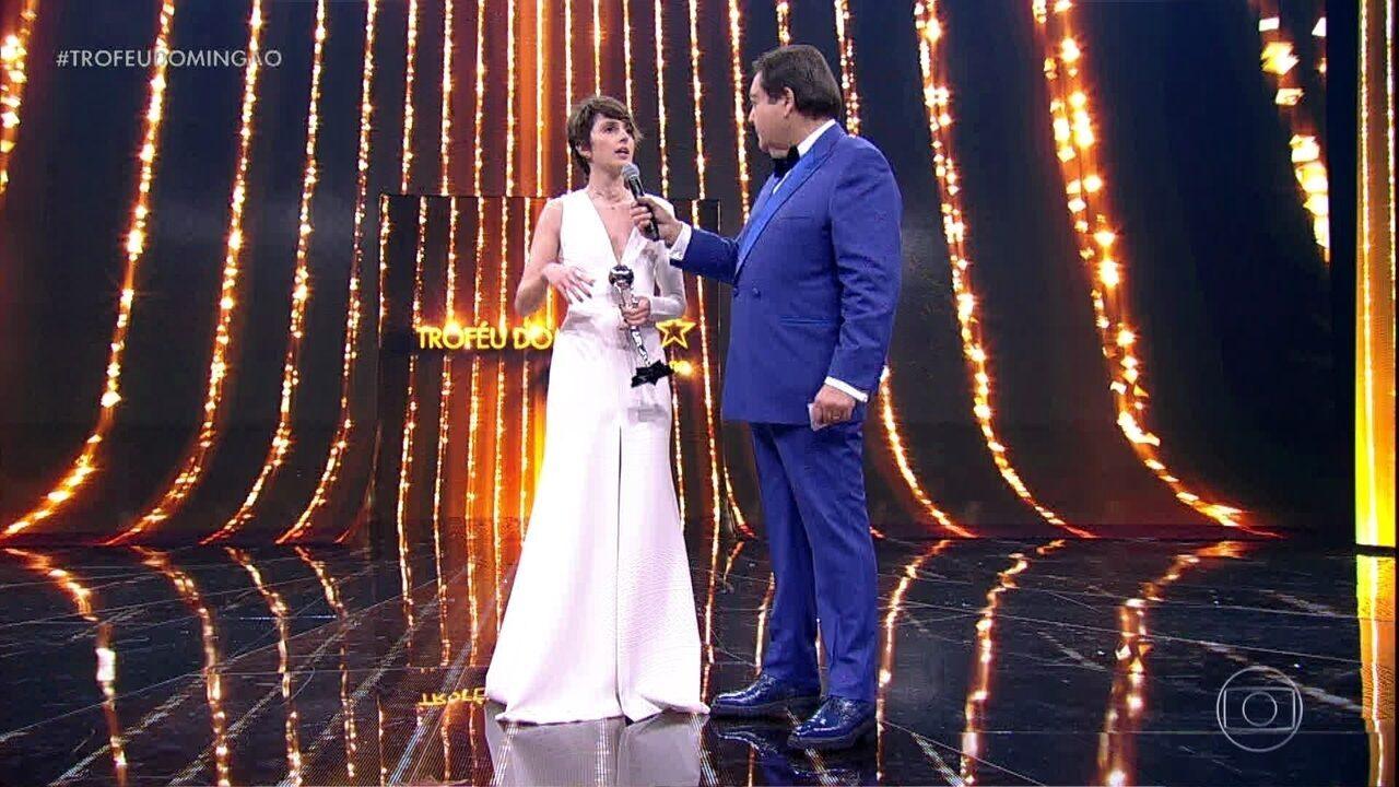 Carol Duarte fatura o troféu de Melhor Atriz Revelação
