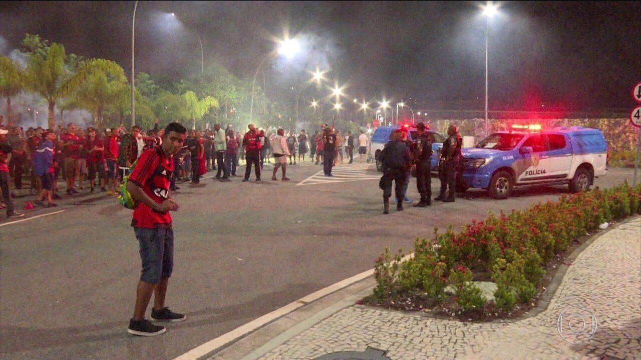 Torcedores do Flamengo são detidos após confusão em hotel de time rival