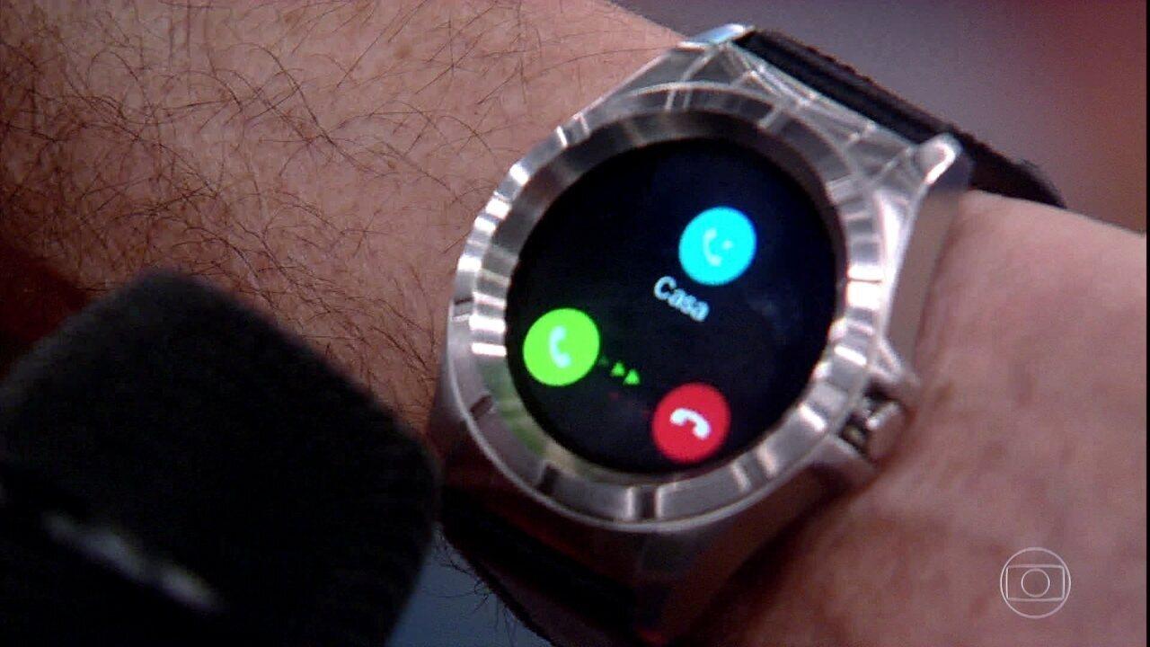 2ad437a95d6 Altas Horas mostra linha de relógios inteligentes