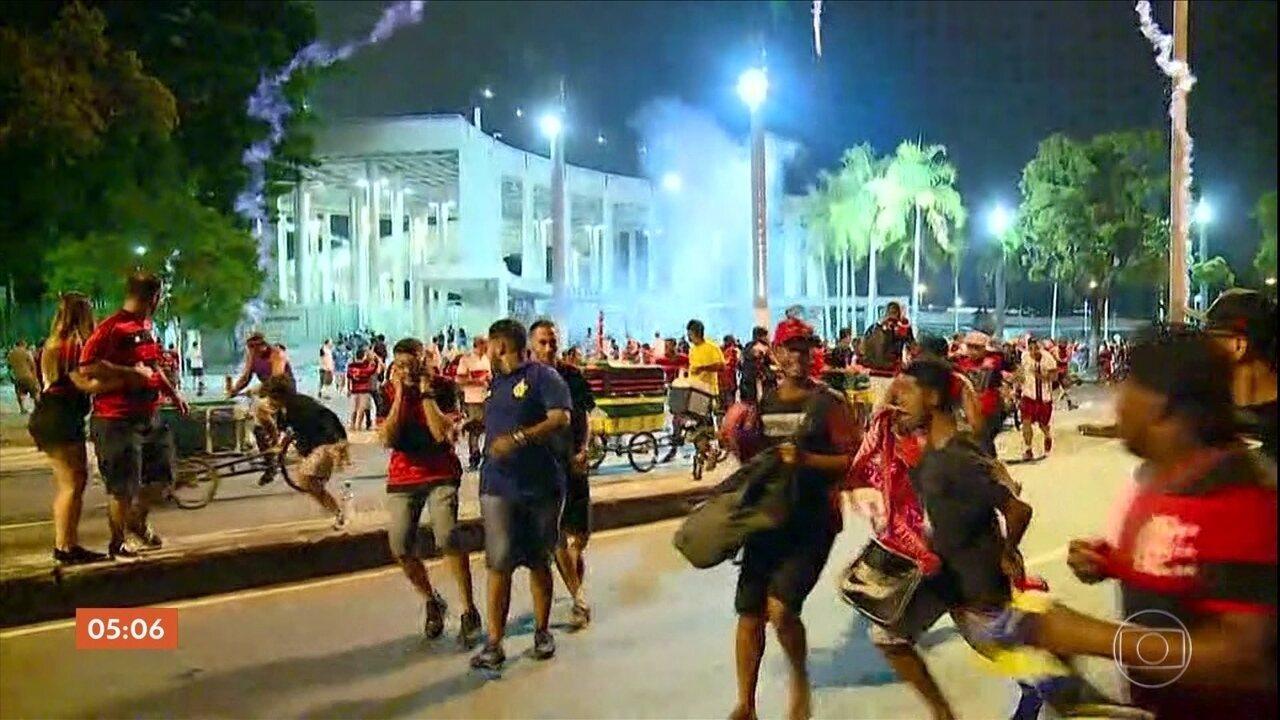 Imagens registram cenas de confusão após perda do título do Flamengo na Copa Sul-Americana