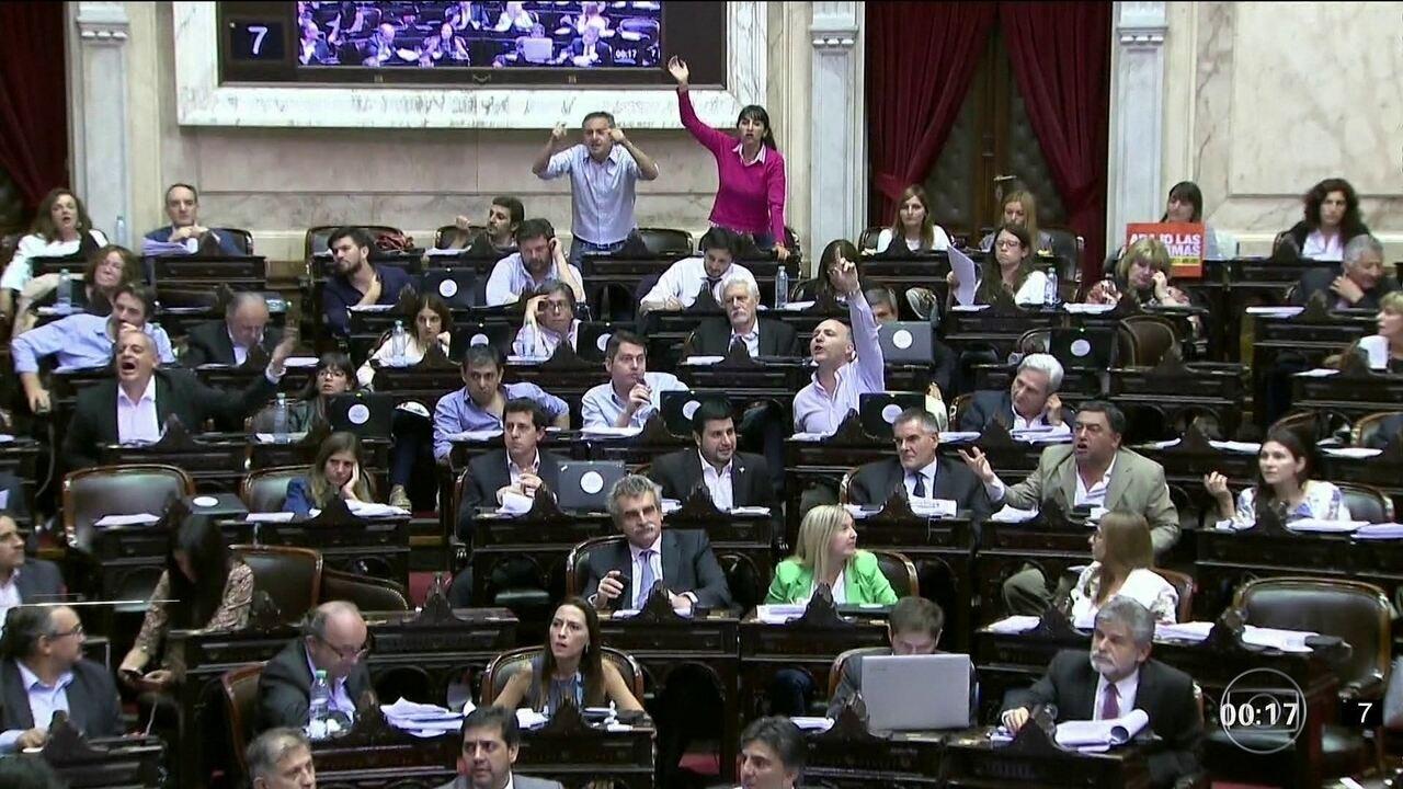 Placar apertado dá vitória à reforma da previdência na Argentina