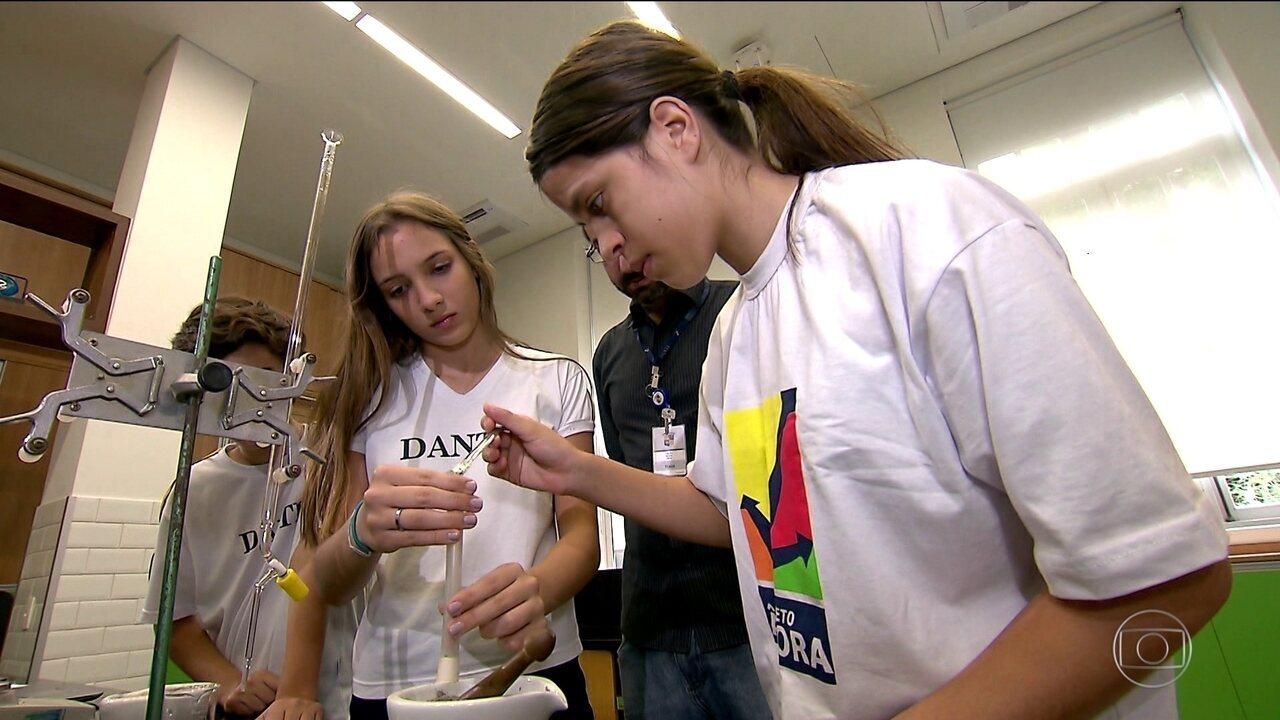 Jornal Nacional: alunos brasileiros ganham direito de ter experimento testado pela Nasa
