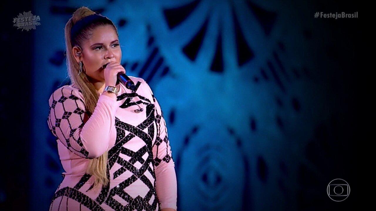Marília Mendonça emociona público do Festeja cantando 'De Quem é a Culpa'