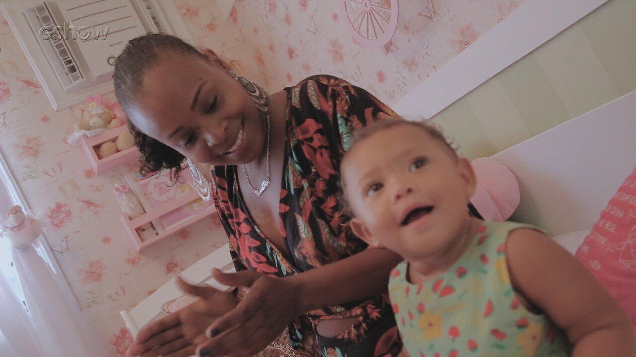 Roberta Rodrigues se emociona ao falar da relação com a filha