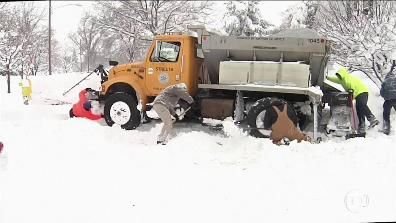 Tempestades de neve provocam transtornos em cidades da Pensilvânia, nos EUA