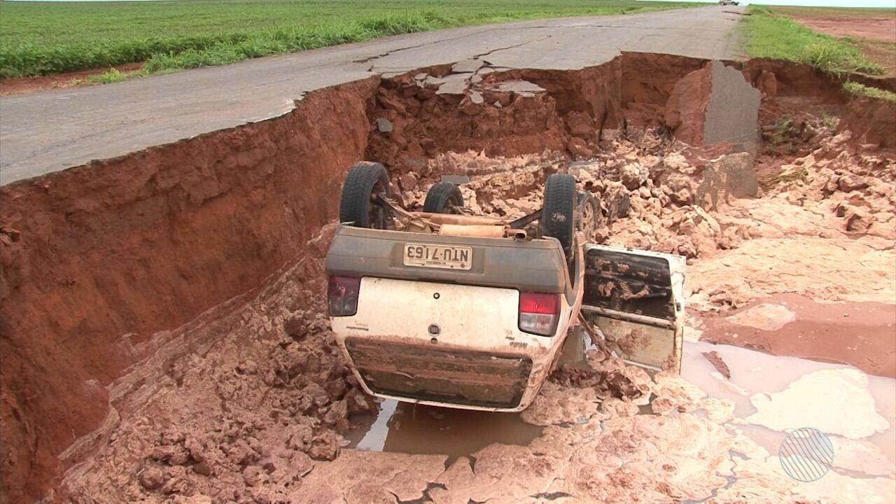 Região oeste: vítima relembra acidente que deixou veículo dentro de cratera, na BA-459