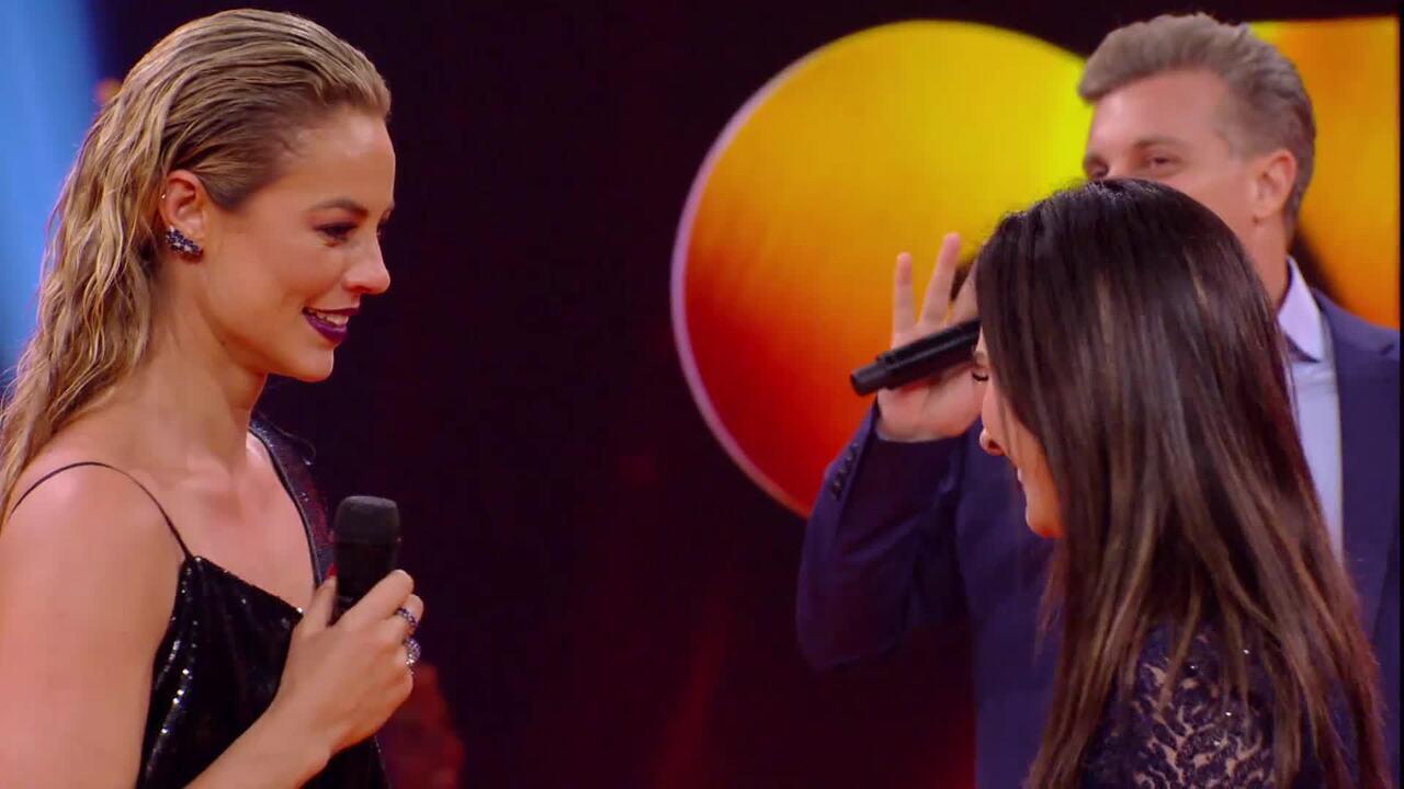 Paolla Oliveira pergunta se Tatá Werneck beija bem