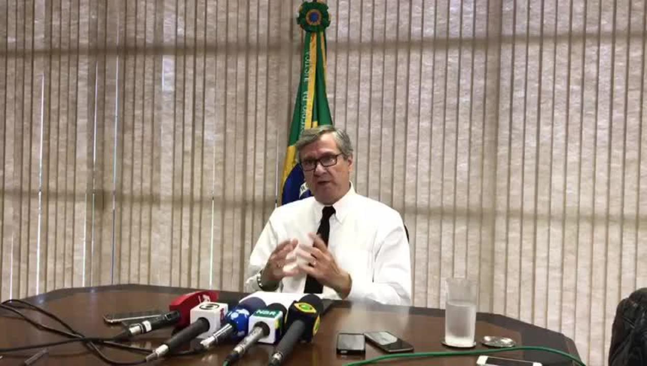 O ministro da Justiça, Torquato Jardim, fala sobre o primeiro ano do Plano Nacional de Segurança, durante entrevista coletiva na sede do ministério