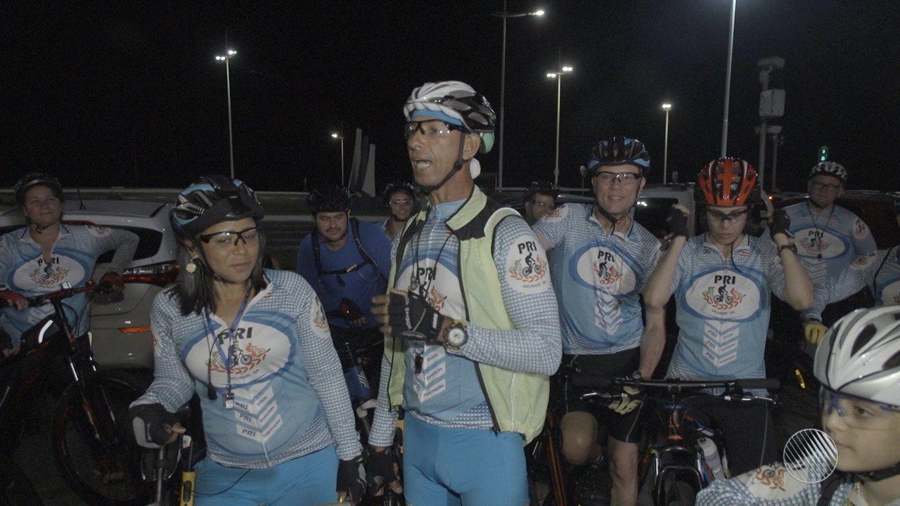 Na estreia de 'Esportes de Verão', Briza Menezes faz passeio com grupo de bike