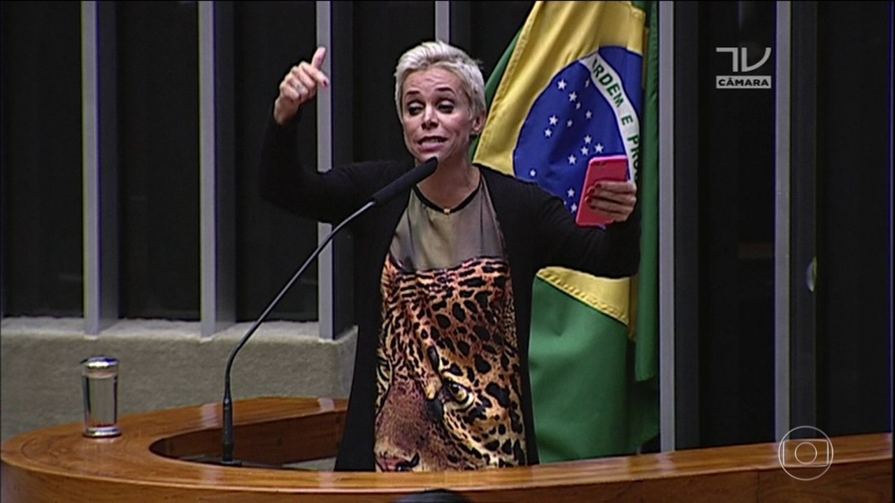 Reportagem revela que dívida trabalhista é paga por funcionária de Cristiane Brasil