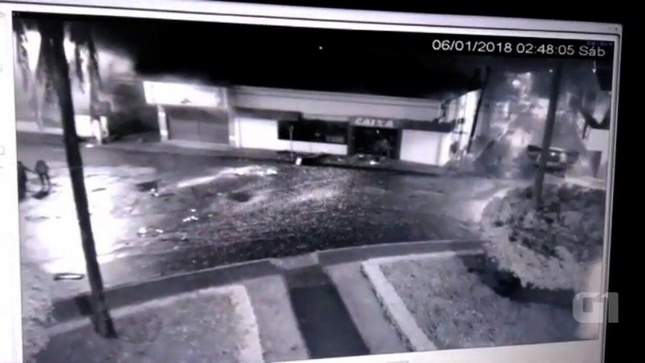 Vídeo mostra explosão de banco em Silvânia