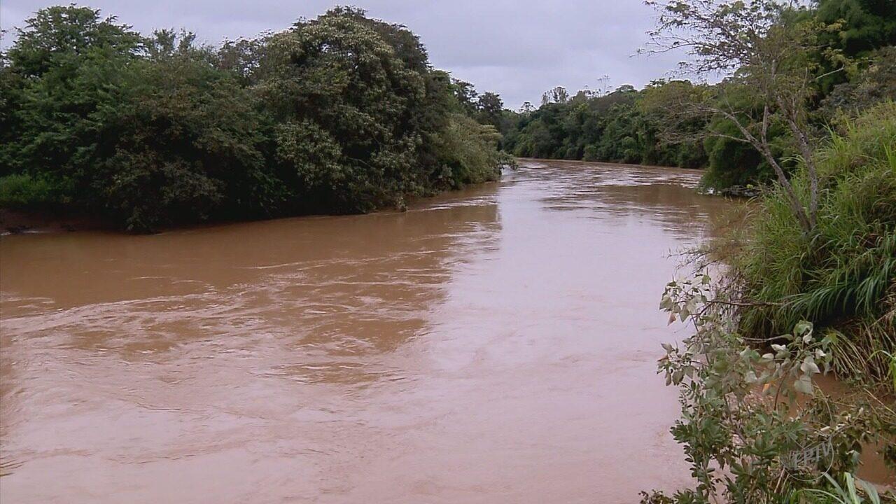 Alta no nível de rio deixa Defesa Civil em alerta me Santana do Jacaré (MG)