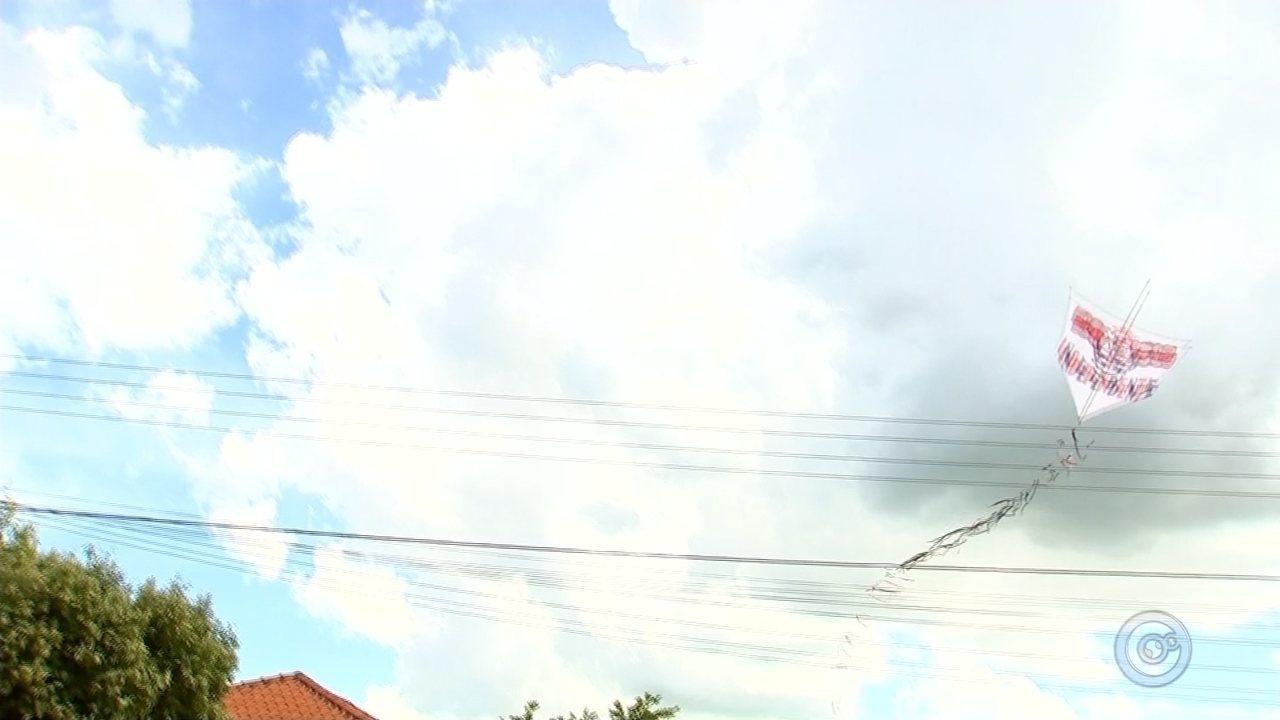 Operação fiscaliza lojas e apreende produtos ilícitos para pipas em Araçatuba