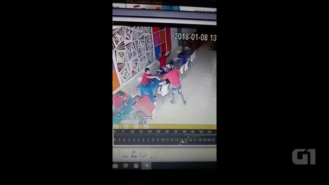 Assaltante invade loja de tintas, leva 4 celulares e R$ 1 mil; veja vídeo