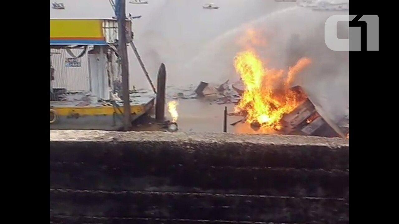 Vídeo mostra embarcação em chamas após explosão em Santana, no Amapá
