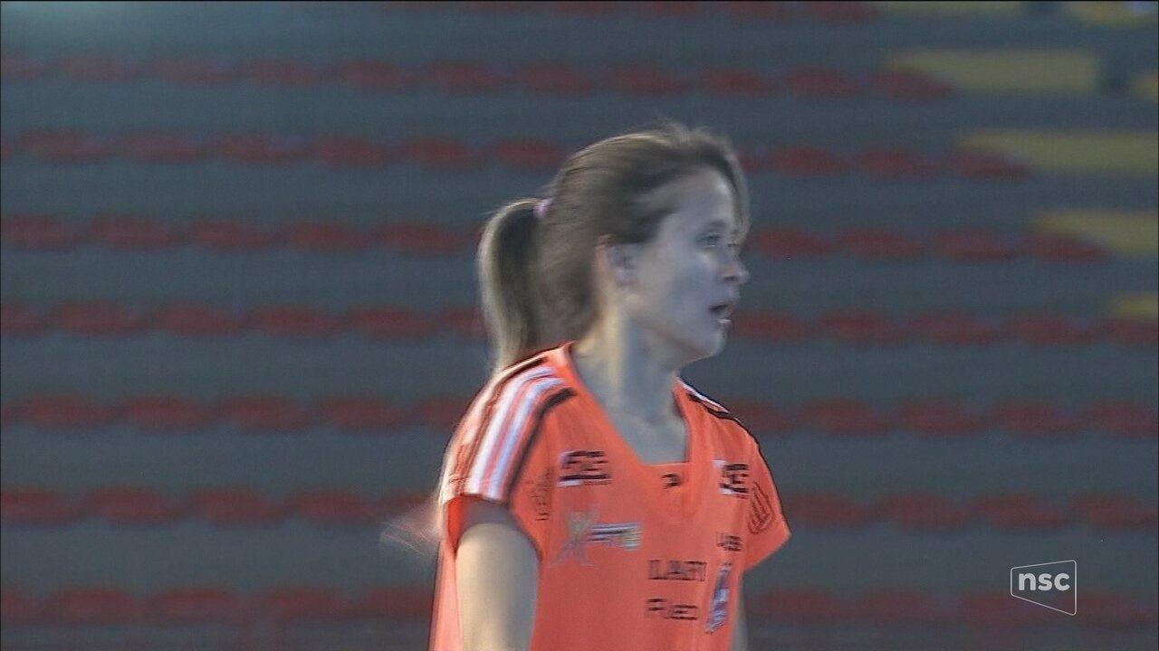 Amandinha, do Leoas da Serra, é reeleita melhor jogadora de futsal do mundo