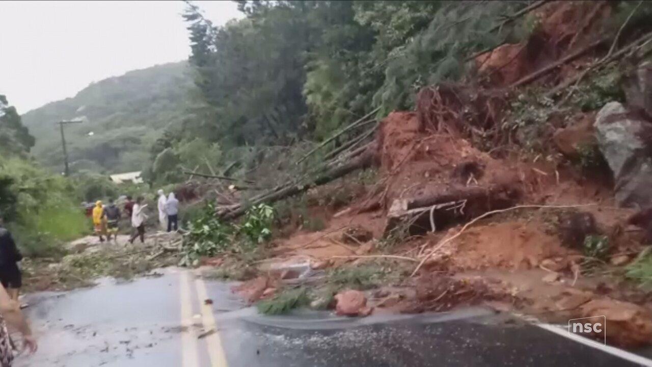 Chuva causa estragos e alagamentos em Florianópolis