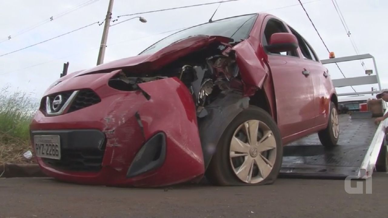 Polícia Militar encontra carro batido e abandonado em Santa Cruz das Palmeiras, SP