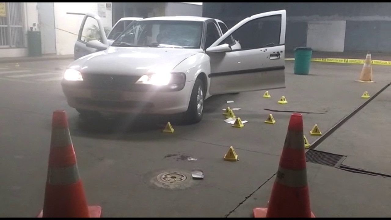 Seis pessoas ficam feridas após homem efetuar disparos em um posto de gasolina