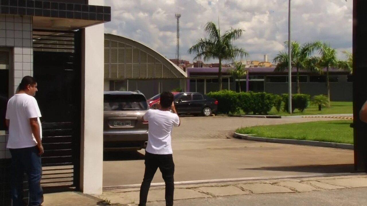 Emerson Sheik chega ao CT para assinar com o Corinthians