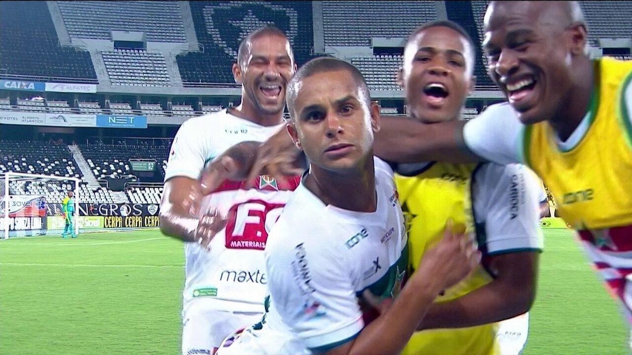 Gol da Portuguesa-RJ! Sassá aproveita sobra na área e abre o placar, aos 9 do 1º