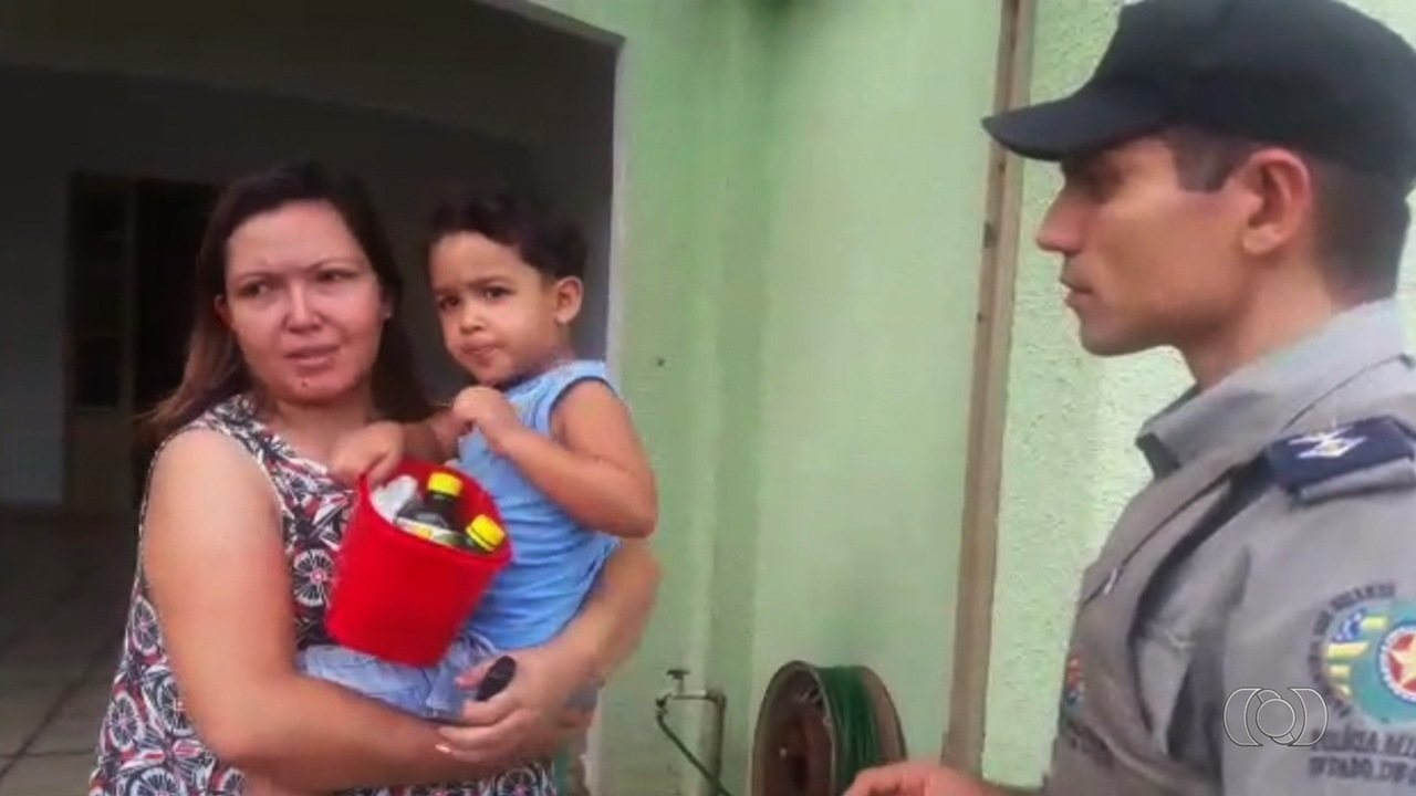 Criança de 3 anos fica perdida após sair de casa sozinha, em Goiânia