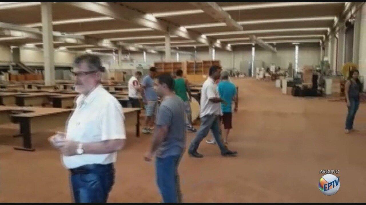 Ex-funcionários da Smar ocupam barracão em protesto em Sertãozinho