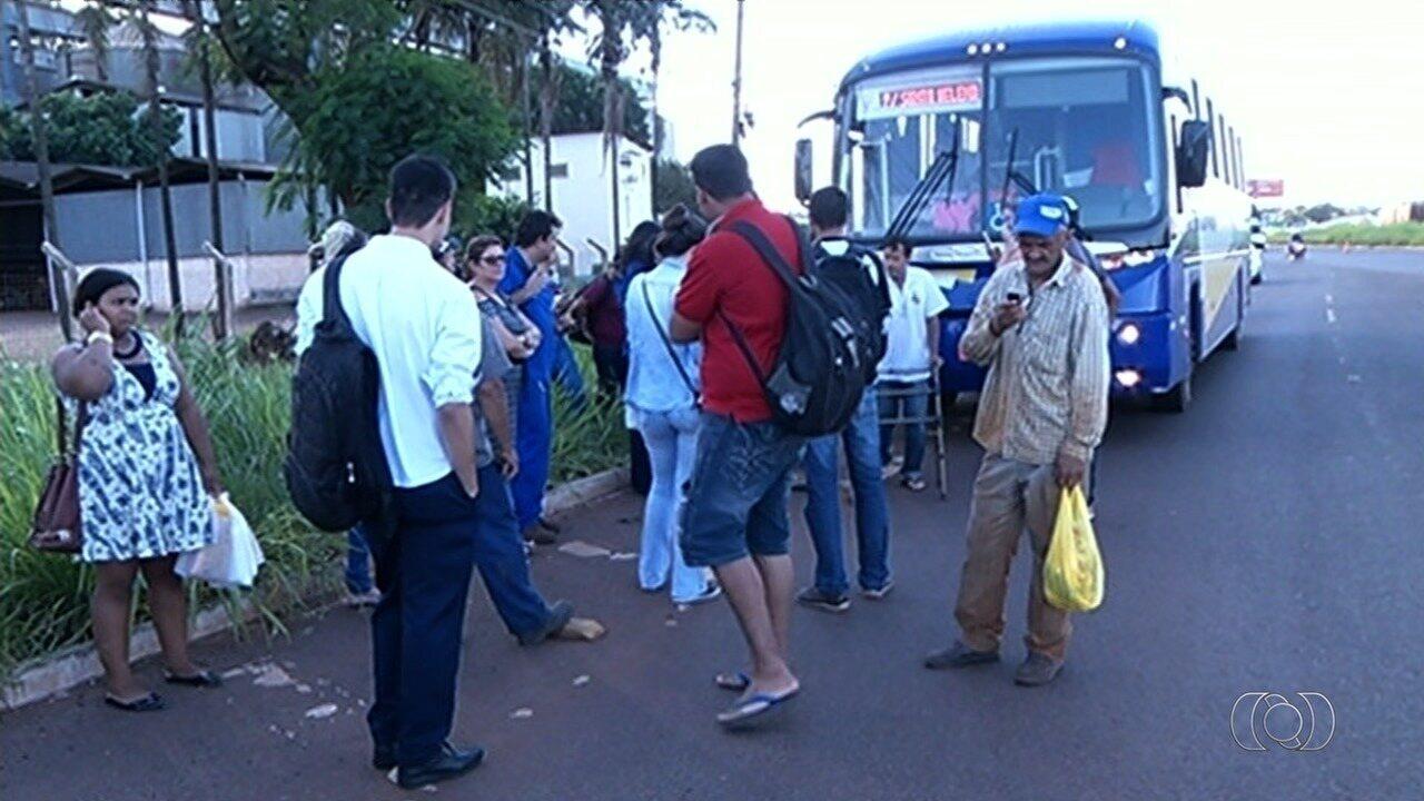 PRF apreende ônibus com irregularidades em Rio Verde