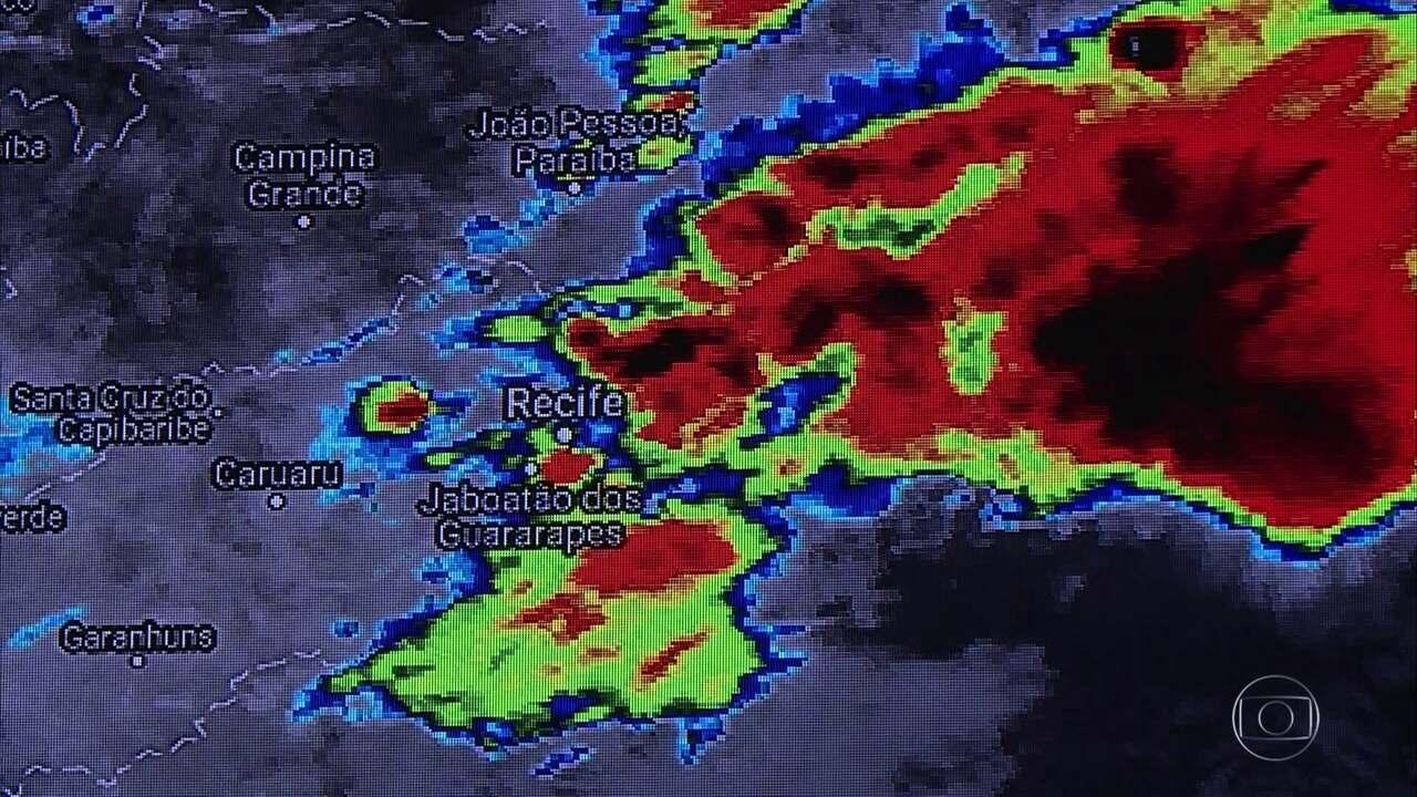 Apac alerta que chuva deve continuar até a madrugada do domingo