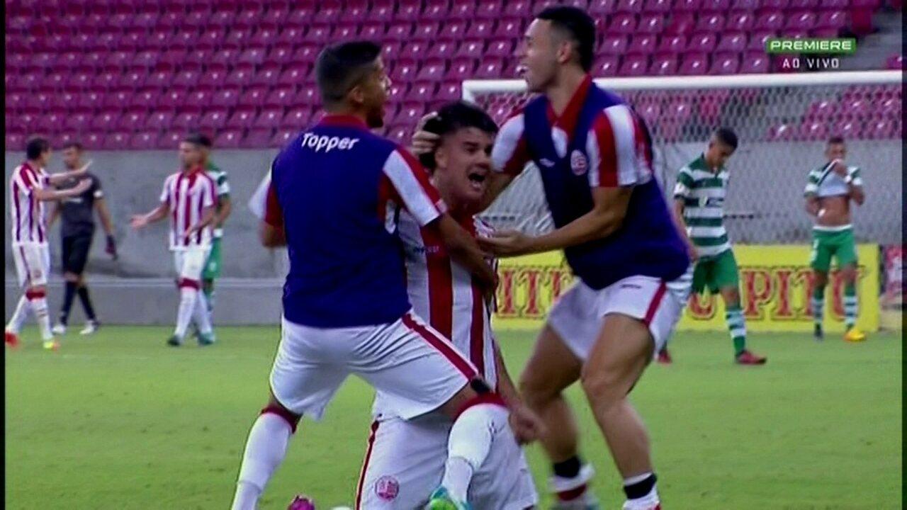 Aos 48 do 2ºT, Willian Gaúcho marca golaço de falta pelo Náutico