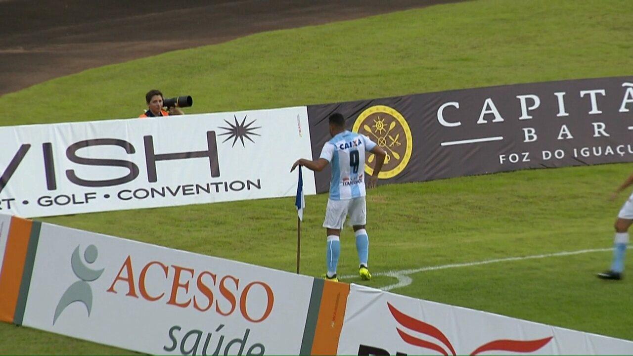 Gol do Londrina! Carlos Henrique aproveita e abre o placar aos 15 do primeiro tempo