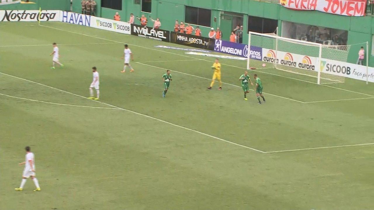 Segundo gol de Guilherme veio de cruzamento de Eduardo