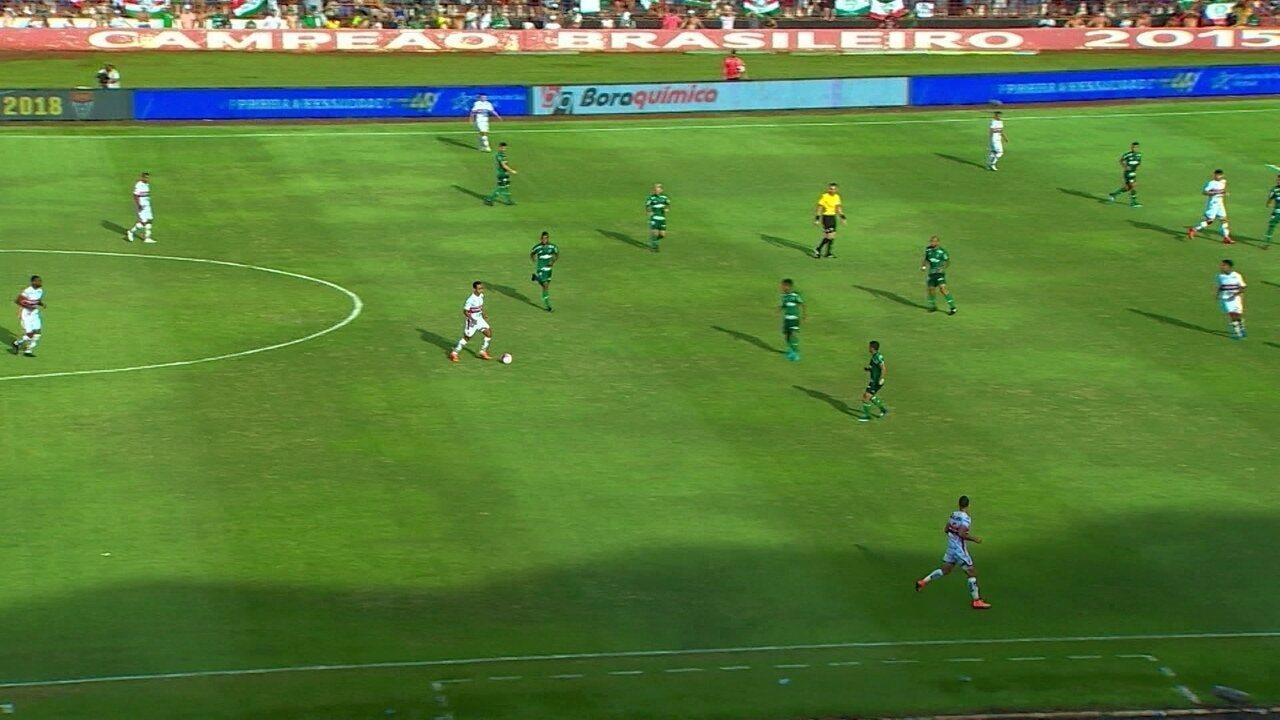 Borja participa de momentos defensivos no jogo do Palmeiras e Botafogo-SP