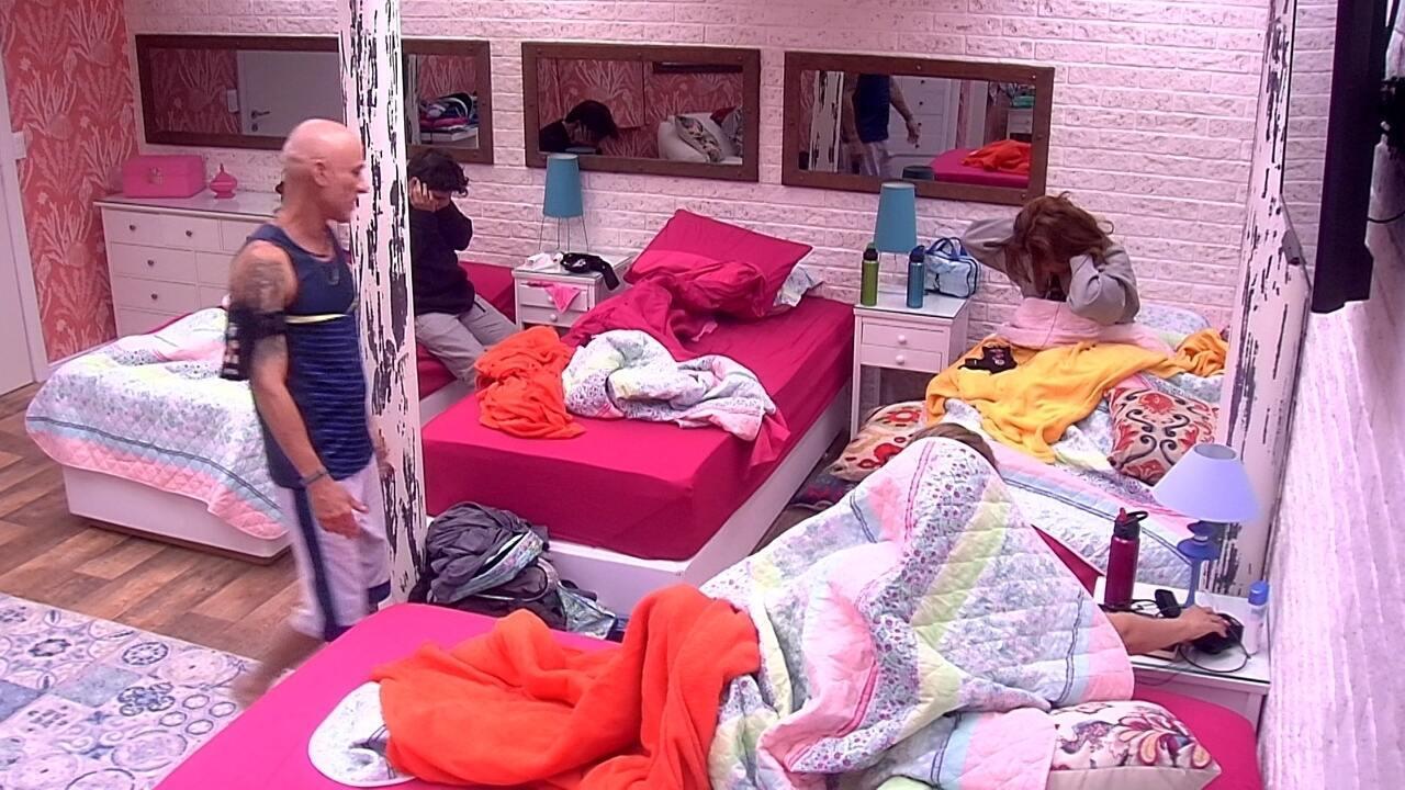 Jorge, Eva e Ana Clara acordam com o Toque de Despertar