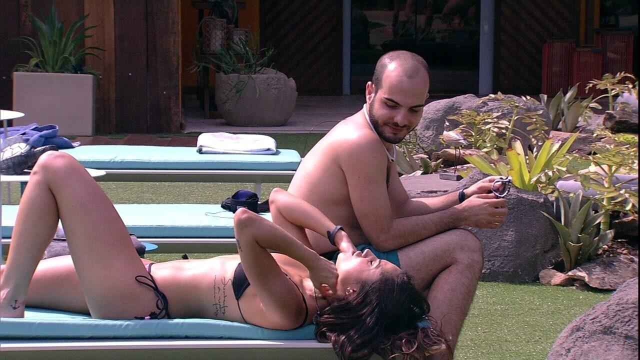 Mahmoud afirma para Paula: 'A gente tem que experimentar todas as coisas que a vida propõe