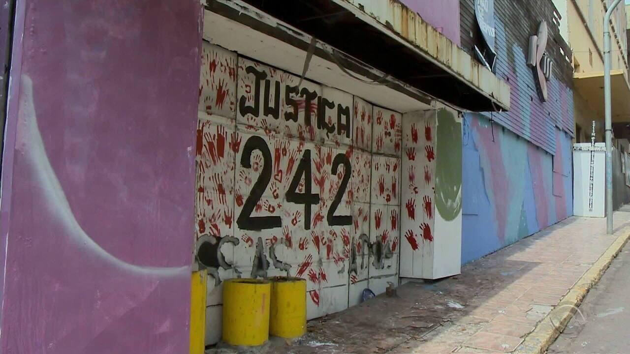 Familiares das vítimas da tragédia Kiss pedem adiamento da demolição da boate