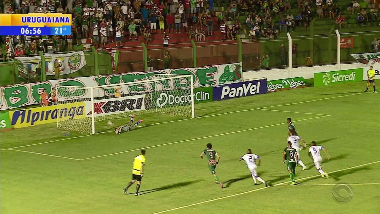 Goleiro pega pênalti, Cruzeiro vence São Paulo em Rio Grande e soma primeiros pontos