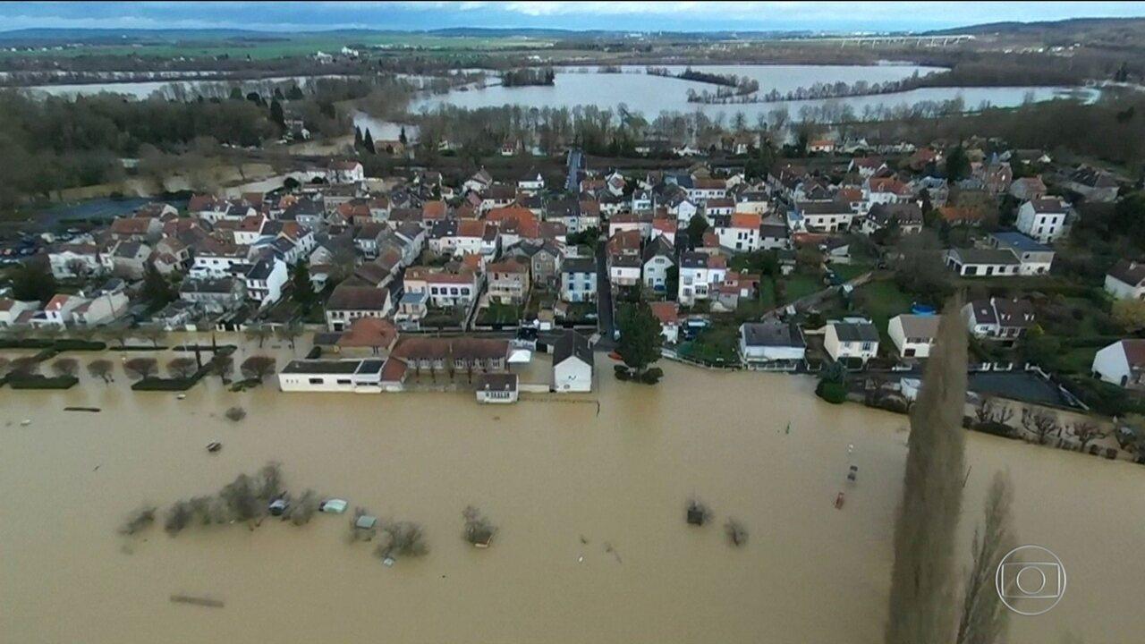 Paris entra em alerta por causa da cheia do rio Sena