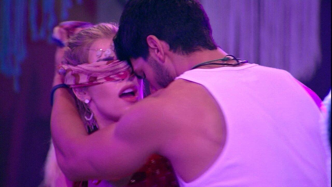 Jaqueline e Jaque dançam ao som de 'Despacito'