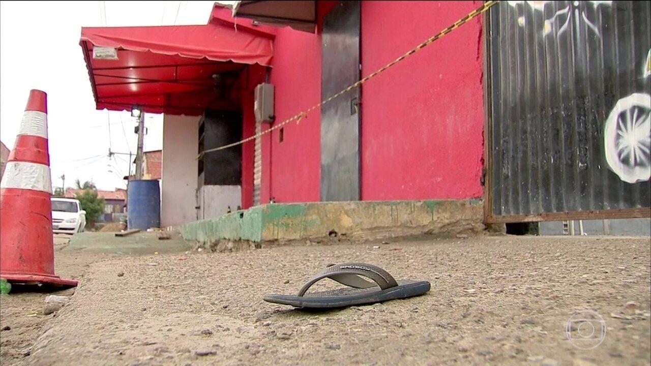 Resultado de imagem para Criminosos invadem festa, atiram e matam 14 pessoas na maior chacina do Ceará